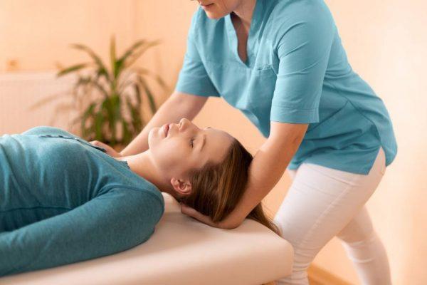 Soulager les TMS avec des mouvements spécifiques en ostéopathie